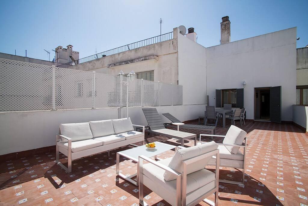 Large rivate Terrace