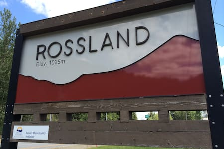 Two bed, bath & kitchen in town - Rossland