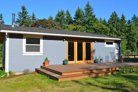 New Cottage on Beautiful Farm - Point Roberts