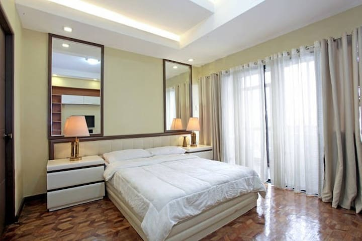 Stylish condo w/parking near ABSCBN