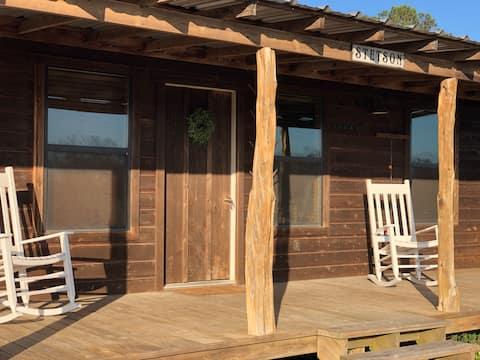 "Cedar ""Stetson"" Cabin on private family ranch"