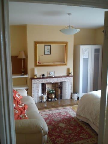 Cozy room in a nice area - Dublín - Bed & Breakfast