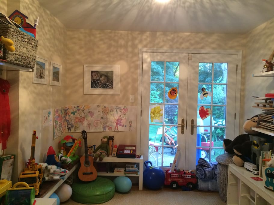 Toy Room/Extra Bedroom
