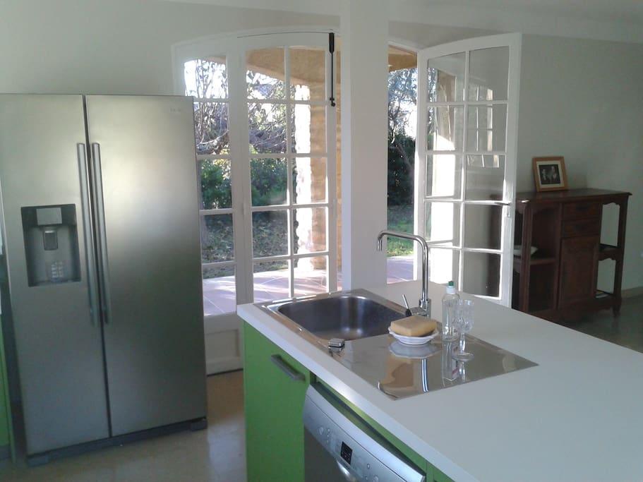 La cuisine ouverte sur la terrasse
