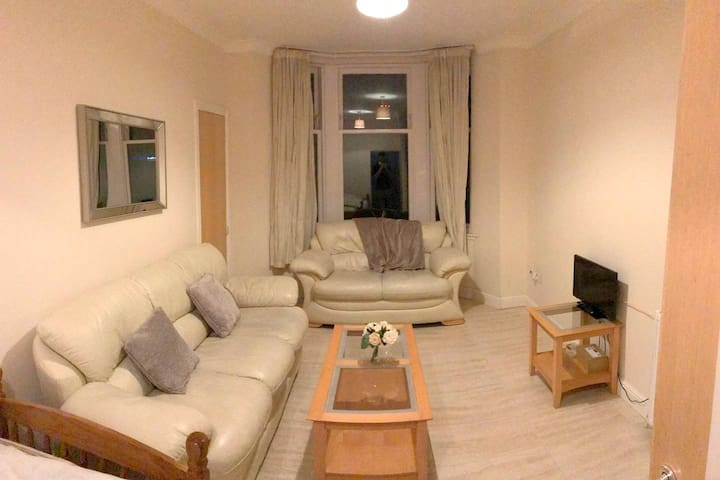Beautiful clean Apartment in the heart of Glasgow