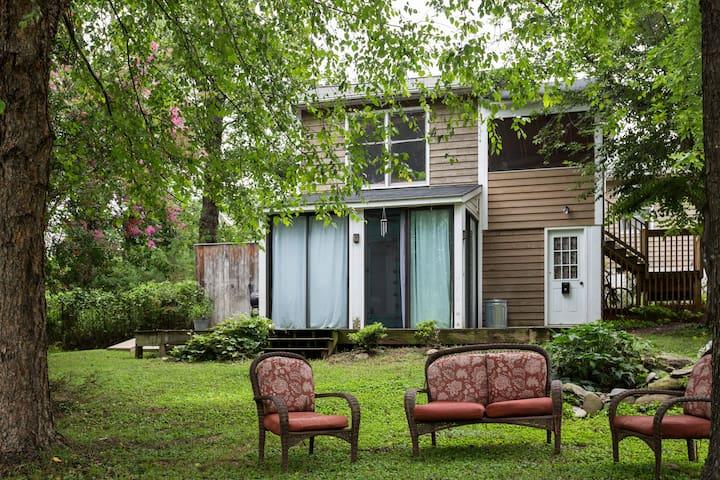 Private Studio Apartment - Crozet - Huis