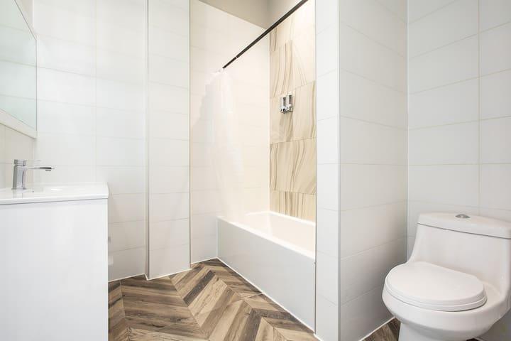 Comfortable private room in the Williamsburg area.