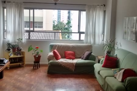Spacious room in the heart of SP!