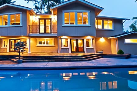The European Villa - 5 Star Mansion - Clyde Hill - Villa