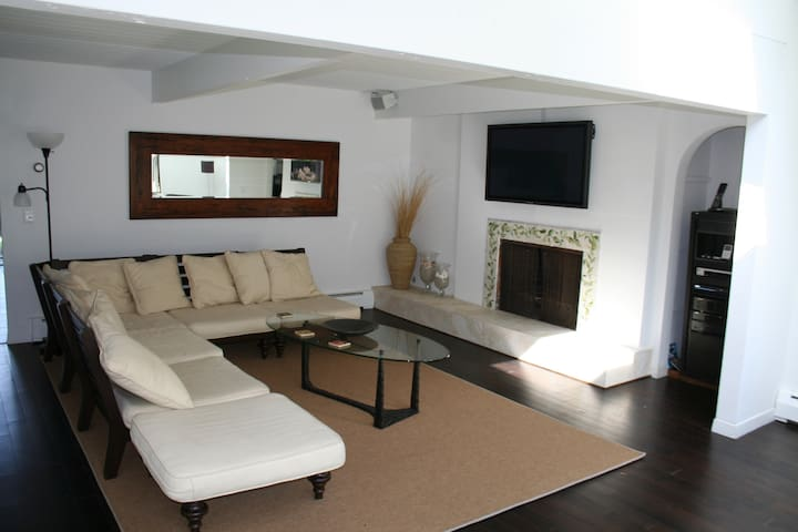 6 Bedroom home in with heated in-ground pool - Newport - House