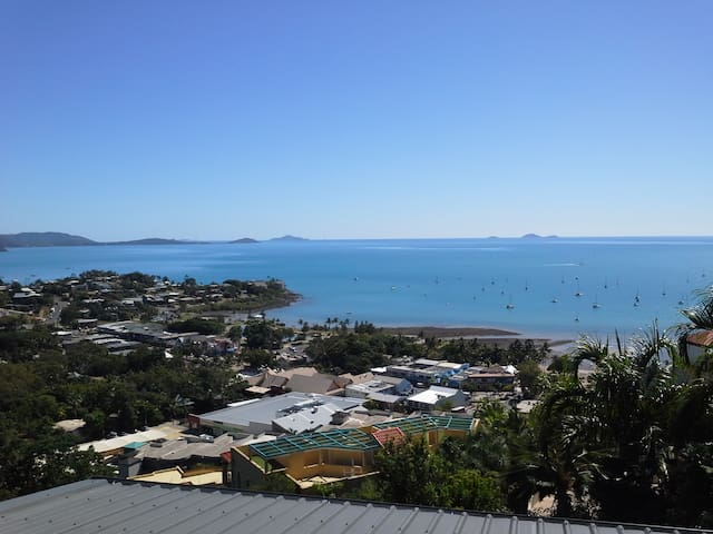 A NEW YORK INSPIRED ROOM WITH A SPECTACULAR VIEW - Airlie Beach - Apartment