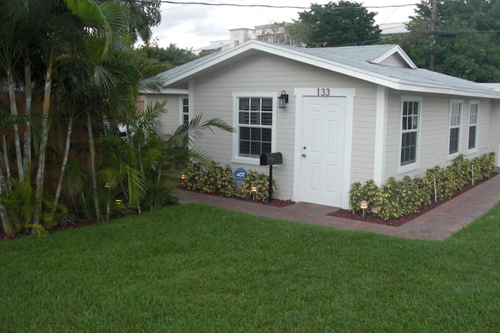 Cozy Cottage 133 NE 4th Ave- Delray Beach