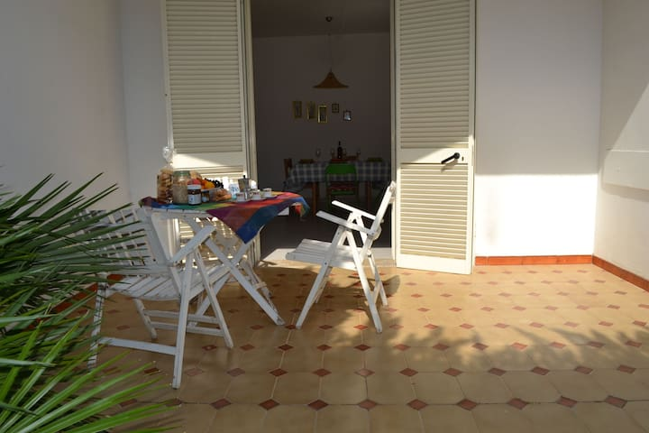 Holiday Apartment Close to the Beach with Air Conditioning and Terrace; Pets Allowed