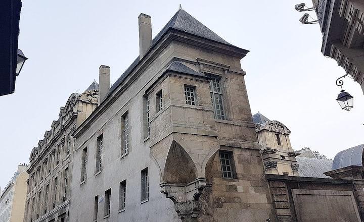 Spacious(80 sq mts) & Chic Loft in trendy Marais