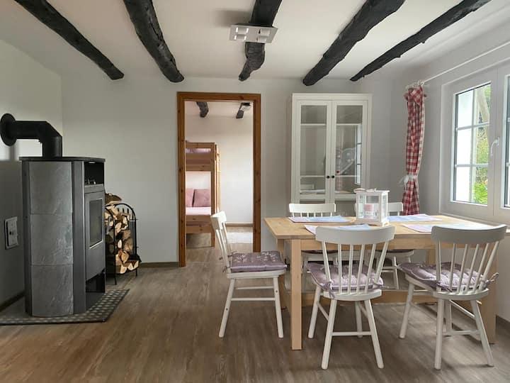 Bezauberndes Mini-Landhaus in grüner Oase