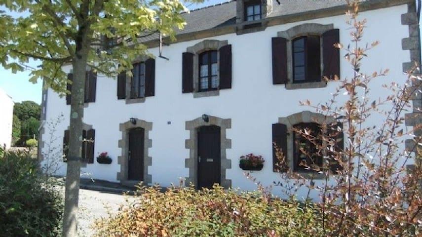La Grande Maison, Seglien - Séglien - Bed & Breakfast