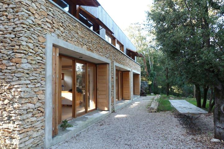Villa d'architecte pour 6 p. au pied des Cévennes - Ferrières-les-Verreries - Huis