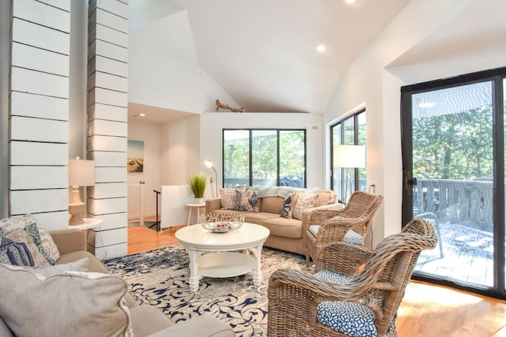 #333: Newly Designed, Architectural near Drummer Cove! Central AC, Dog Friendly!