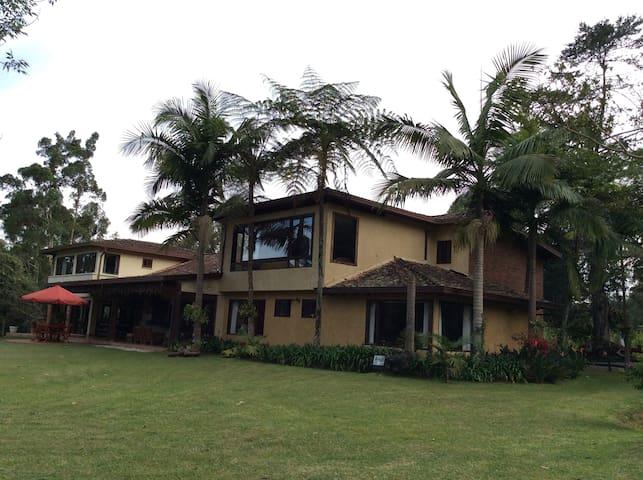 Espectacular casa finca, Acogedora y Familiar
