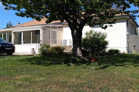 Maison avec deux chambres proche 24 heures du Mans - La Bazoge - Haus