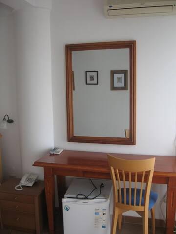 Levantin Inn 1/2 room with balcony 7 - Sveti Stefan - Casa