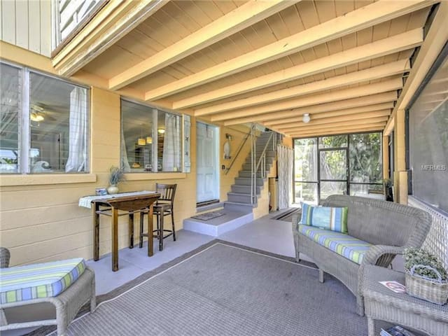 Spacious lanai with dining and seating options