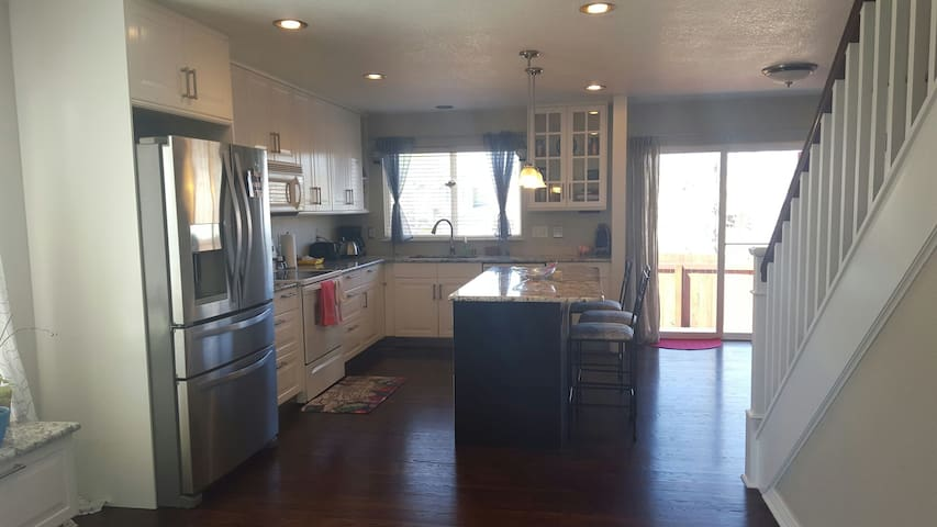 Cozy and bright house in Denver - Sleeps 10