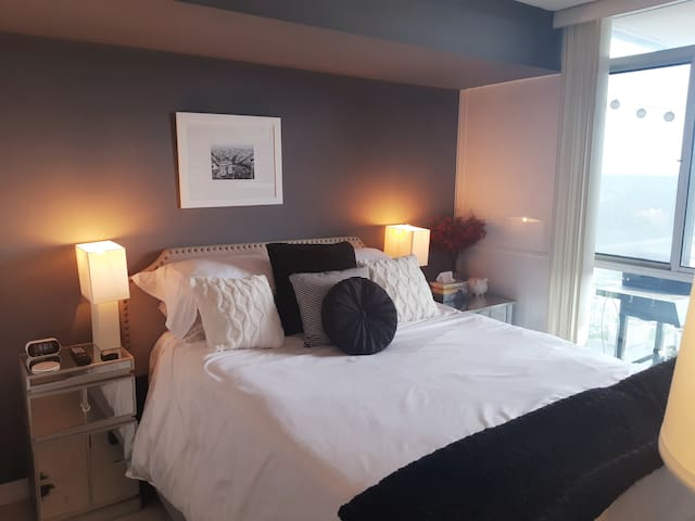 Master Bedroom. Rest your head on this lush Queen sized bed with luxury pillows & linens. Radio alarm clock comes with 2 built in USB chargers
