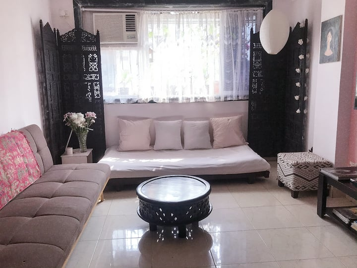 A cosy, french style apartment in Yari Road Mumbai