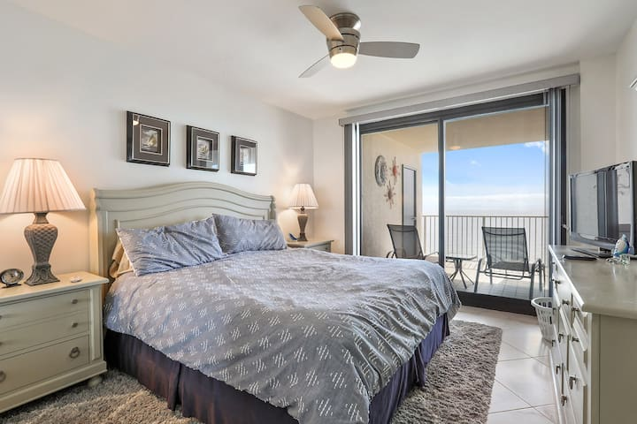 Master BR with gulf view, balcony access and private bath