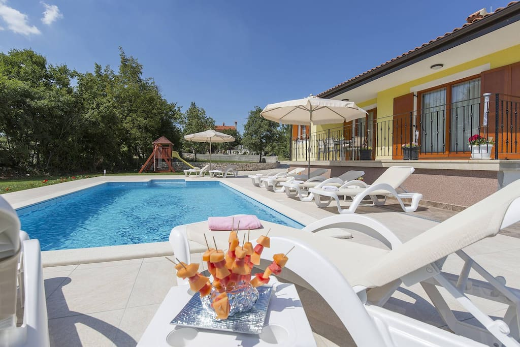 Holiday home with Pool, Sunloungers, Terrace and Playground