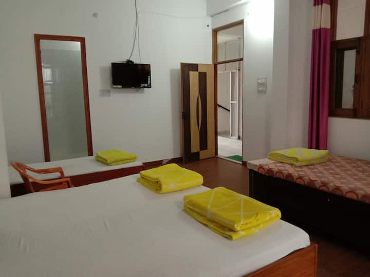 Osho Vision Haridwar,  Male Dormitory with 5 Beds