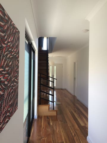 Fully furnished large bedroom - Mount Claremont - Casa