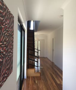 Fully furnished double bedroom - Mount Claremont - House