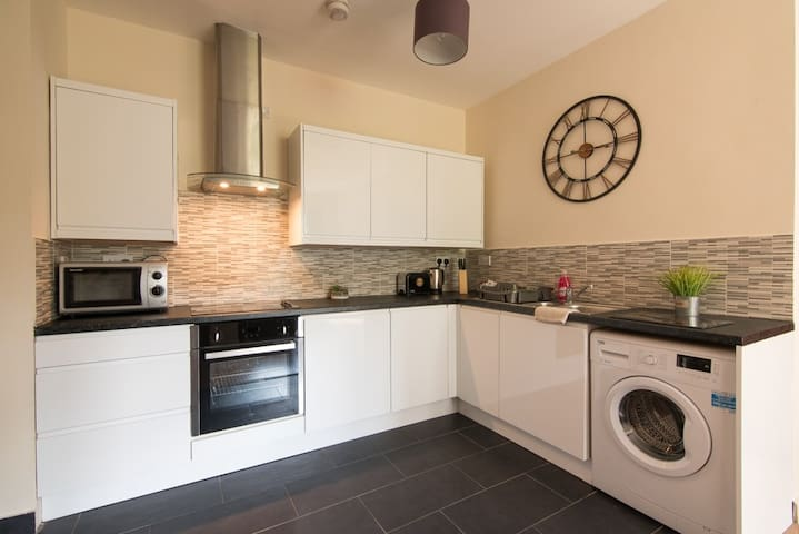 Luxury 2 bedroom apartment with free parking