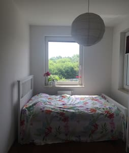 Sunny Room 25 min from CITY CENTRE - Apartment