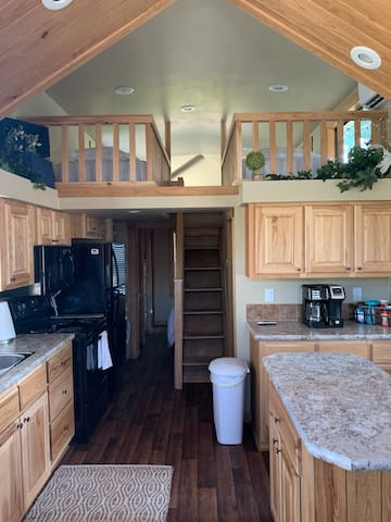 Awesome Tiny home right next to Beaver Lake (A)