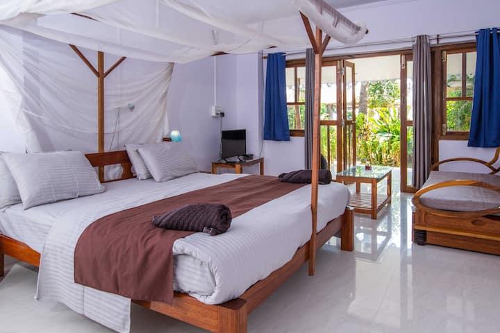 Serene beachside AC Suite in Palolem, Goa