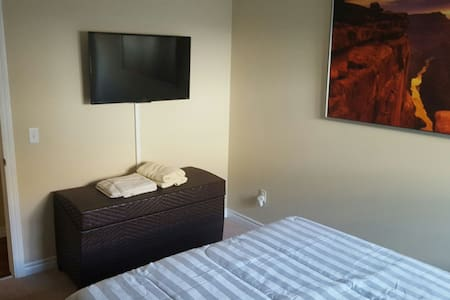 Private New Room + Private Bath - Лос-Анджелес