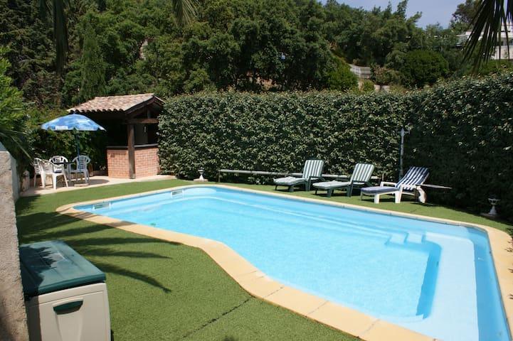 F2 tout confort calme avec piscine privative
