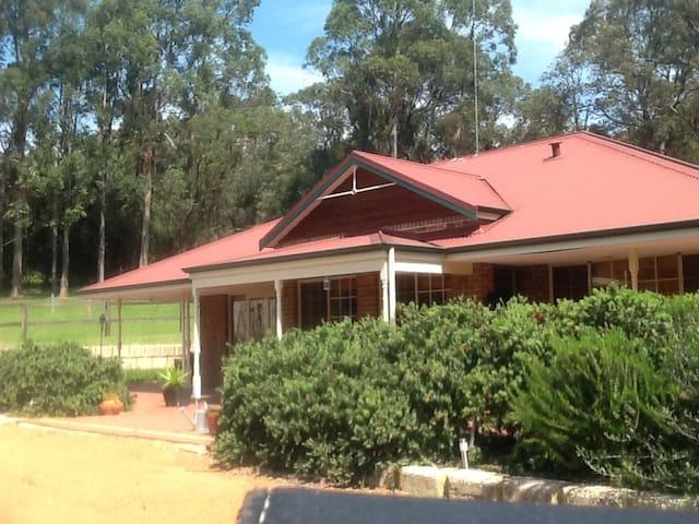 MUNDARING Beautiful Home on 5 Acres - Mundaring