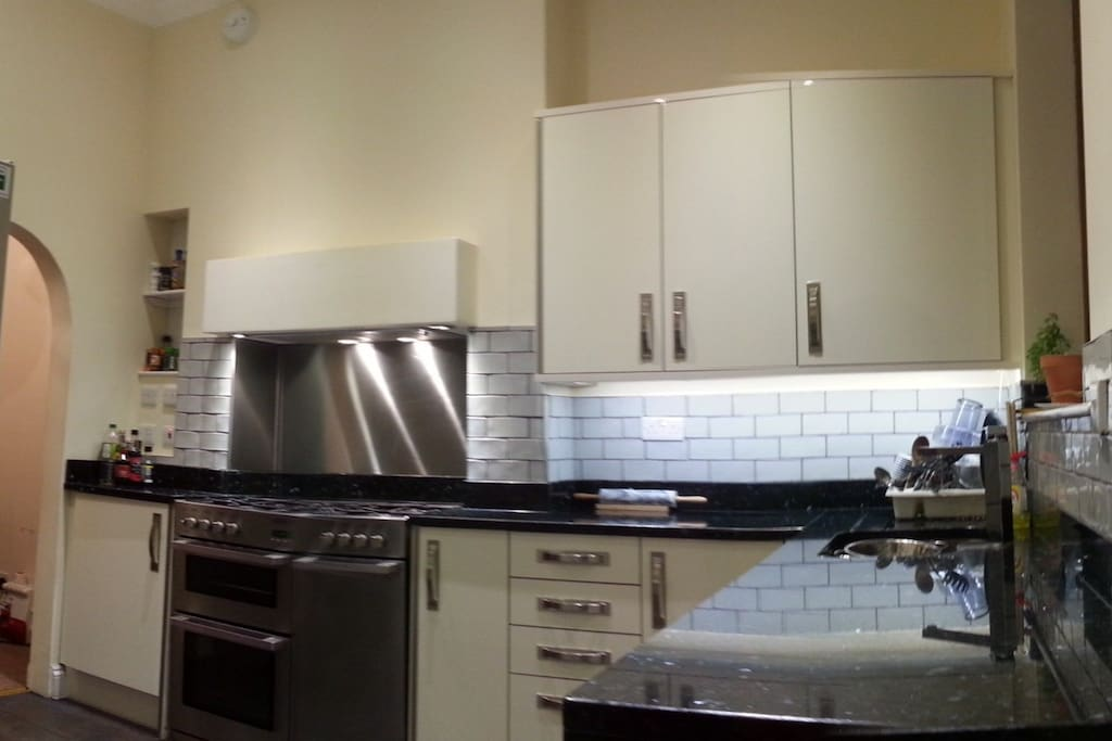 Brand new kitchen with all mod cons and Granite worktops