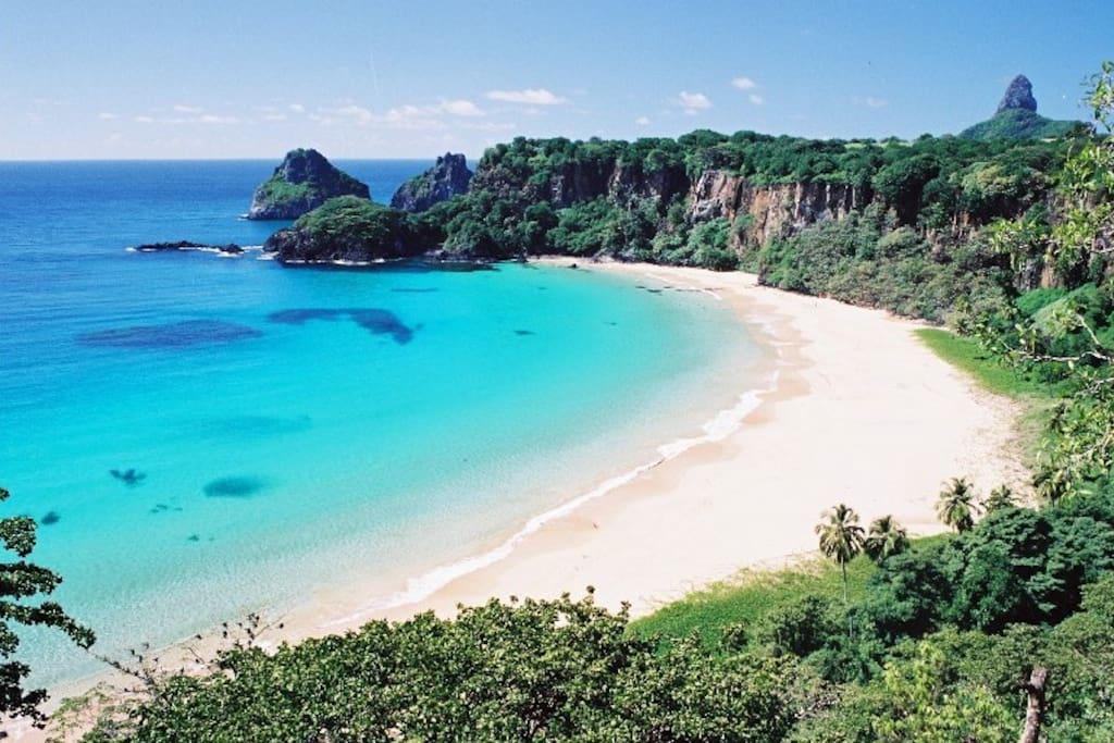 Belíssima e famosa Praia do Sancho