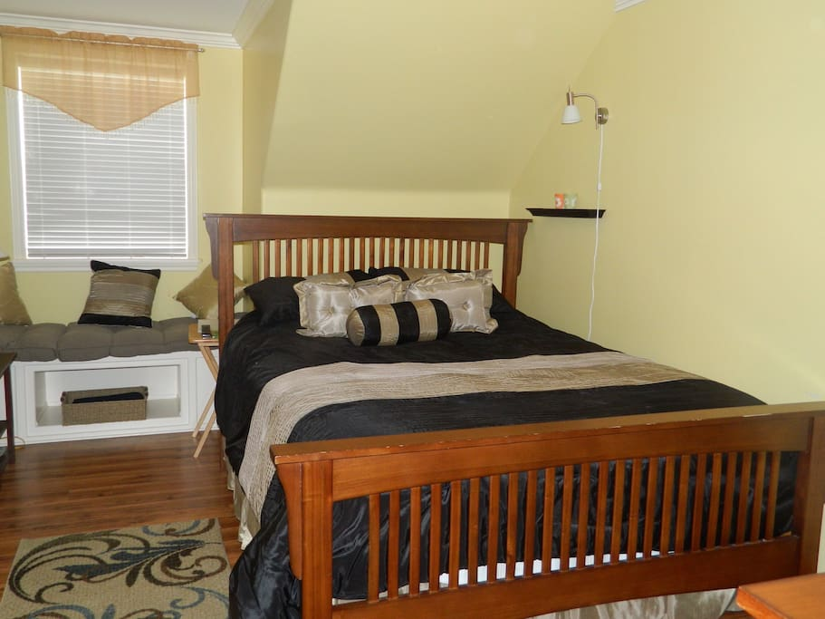 Std Queen with private bath , and jacuzzi tub.tv & amenities.