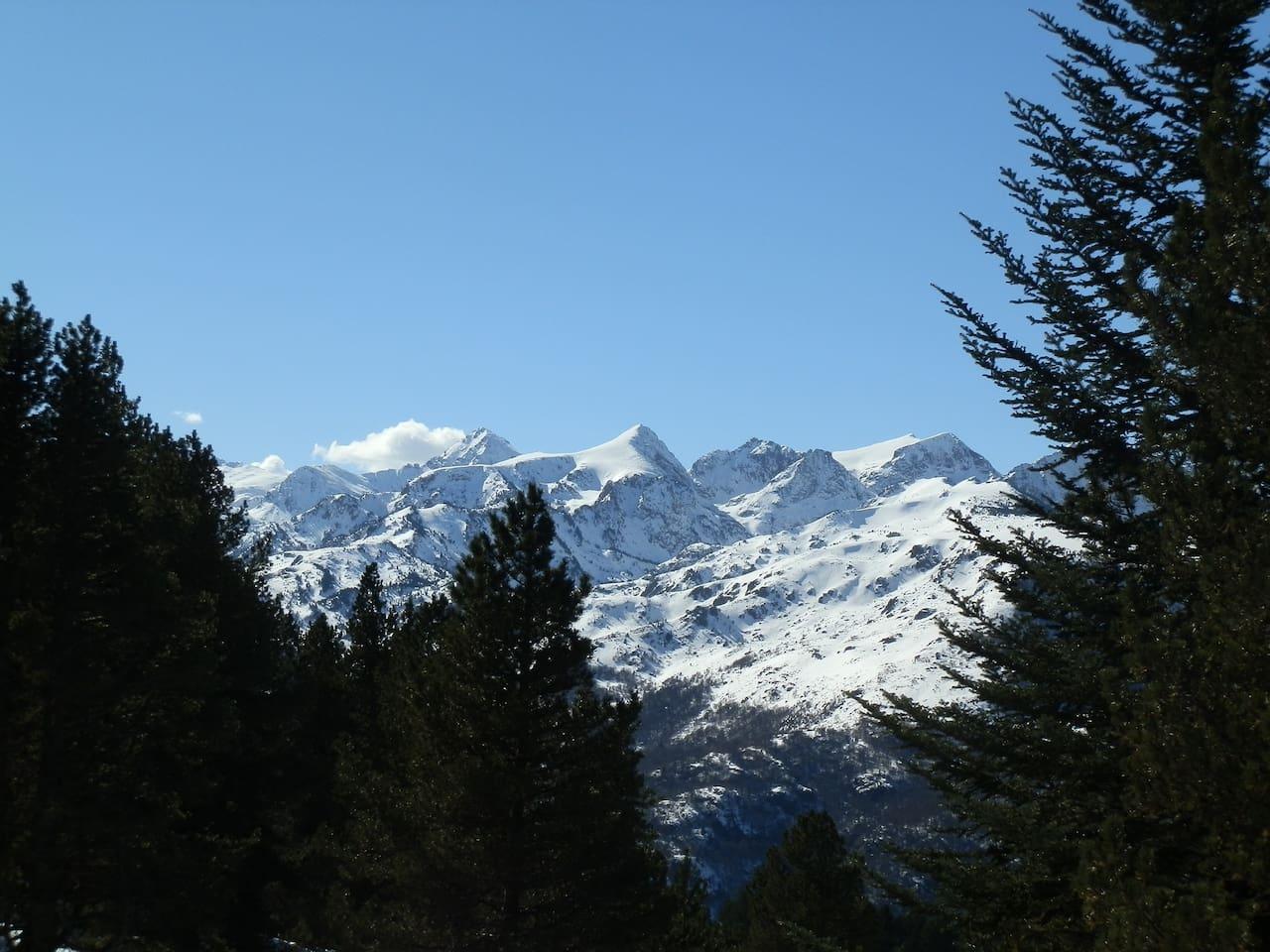la chaine des Pyrénées