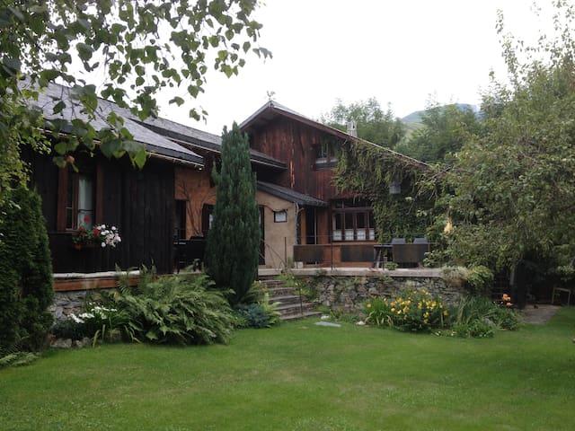 Gîte de Montagne au cœur des Pyrénées - Garin - Chalet