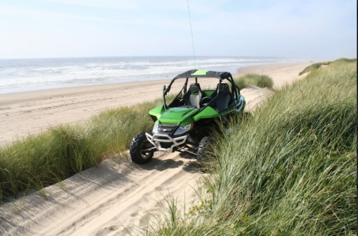 New Listing!  Direct dune access!!!! Sleeps 5