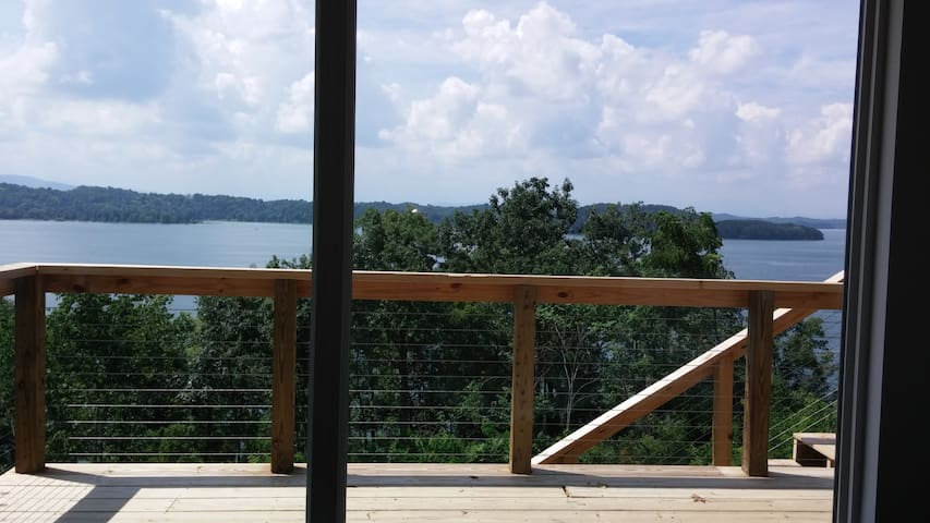 On Douglas Lake w/View! Full Suite Private Access - Dandridge - House