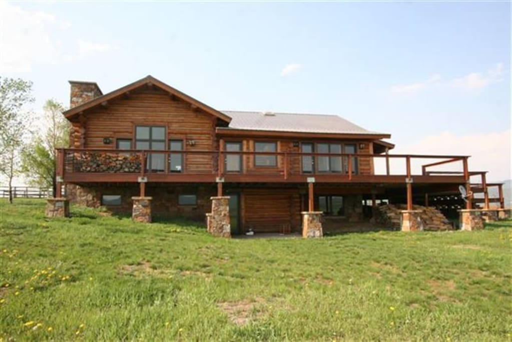 Delightful log home 10 minutes to slopes pets ok for Cabins in steamboat springs