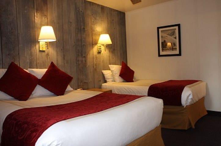 St Moritz Lodge / Standard Room #B
